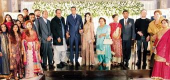 پاکستان مسلم لیگ کے صدر و سابق وزیراعظم چودھری شجاعت حسین کی اپنے پرائیویٹ سیکرٹری وقار حسین نجمی کے صاحبزادے کی دعوت ولیمہ میں شرکت