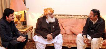 مولانا فضل الرحمن کی چودھری شجاعت حسین سے ان کی رہائش گاہ پر ملاقات، مختلف امور پر بات چیت