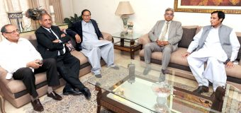 Former President of NESPAK Professional Officers' Association Javed Iqbal Goraya calls on Ch Shujat Hussain and Parvez Elahi and joins PML