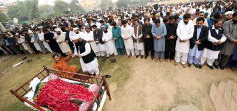 چودھری پرویزالٰہی کی قاری نیاز احمد سہروردی کی نماز جنازہ میں شرکت