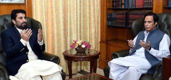 چودھری پرویزالٰہی کی ڈپٹی سپیکر قومی اسمبلی قاسم خان سوری سے والدہ کے انتقال پر تعزیت