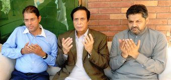 Speaker Punjab Assembly Ch Parvez Elahi condoles with Naveed Kashif on his mother's demise