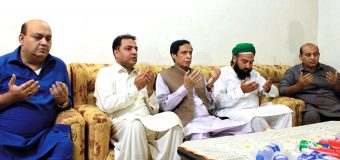 Ch Parvez Elahi offers fateha for departed soul of Sh Umar' s father
