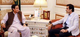قائم مقام گورنر چودھری پرویزالٰہی سے وزیراعلیٰ پنجاب کے مشیر عون چودھری کی ملاقات، مختلف سیاسی امورپر تبادلہ خیال
