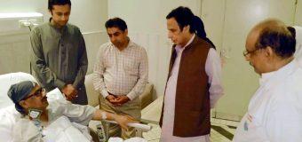 Speaker Ch Parvez Elahi visits senior journalist Liaquat Ansari to inquire about his health