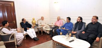 Jahangir Tareen, Ishaq Khakwani and Aun Chaudhry call on Ch Shujat Hussain and Parvez Elahi