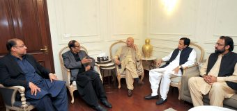 Governor Ch Sarwar calls on Ch Shujat Hussain and Ch Parvez Elahi, political matters discussed