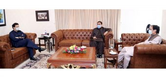 Speaker Chaudhry Parvez Elahi and Moonis Elahi call on CM Usman Buzdar