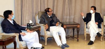 PM Imran Khan visits Chaudhry Brothers' residence