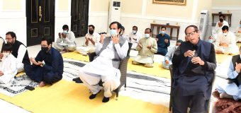 Chaudhry brothers offered Eid prayers at a social distance in Gujrat